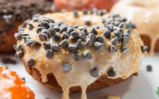 Snickerdoodle: Caramel Glaze, Peanuts, Chocolate Mini Chips