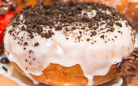 Cookies and Cream: Vanilla Glaze, Crushed Oreo